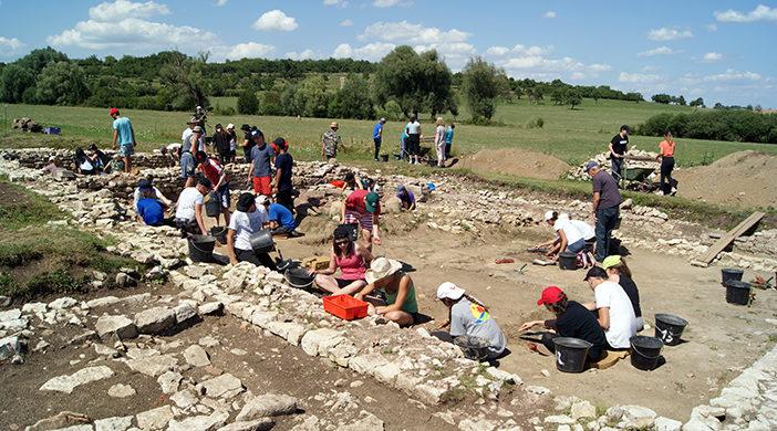 Accueil de classes et d'écoliers sur le site archéologique du Gurtelbach à Dehlingen