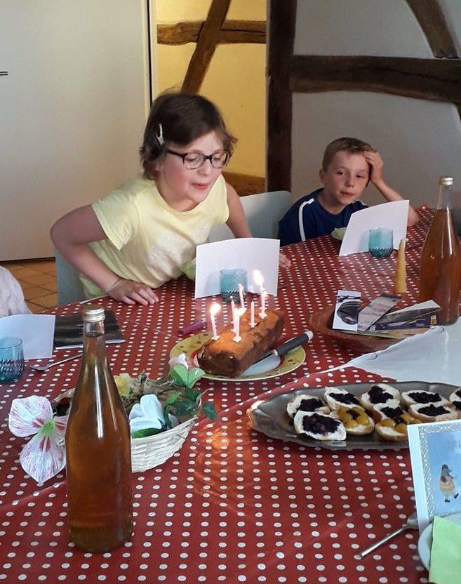 Une fillette fête son anniversaire au CIP La Villa